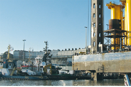 The Sea Jack maintenance barge can reach the Thanet site in 30 minutes from Ramsgate harbour in England