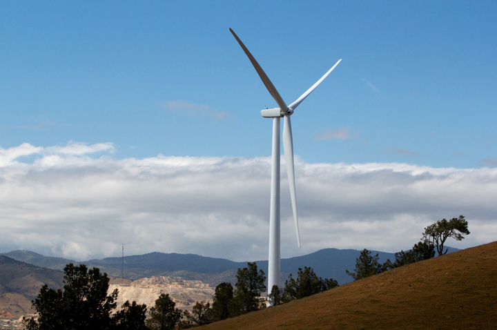 California's RPS requires 50% of electricity from renewables by 2030