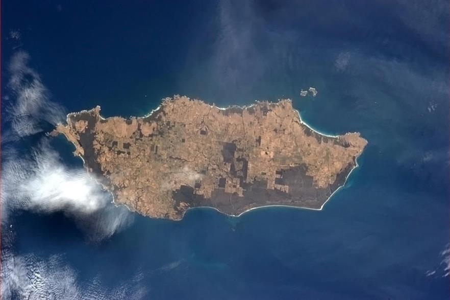 King Island is located between Victoria and Tasmania