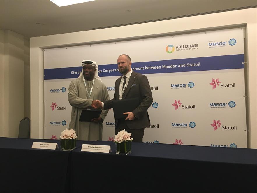 Masdar's Bader Al Lamki and Statoil's head of Hywind development Sebastian Bringsværd sign the collaboration agreement in Abu Dhabi (pic: Sebastian Bringsværd / Twitter)