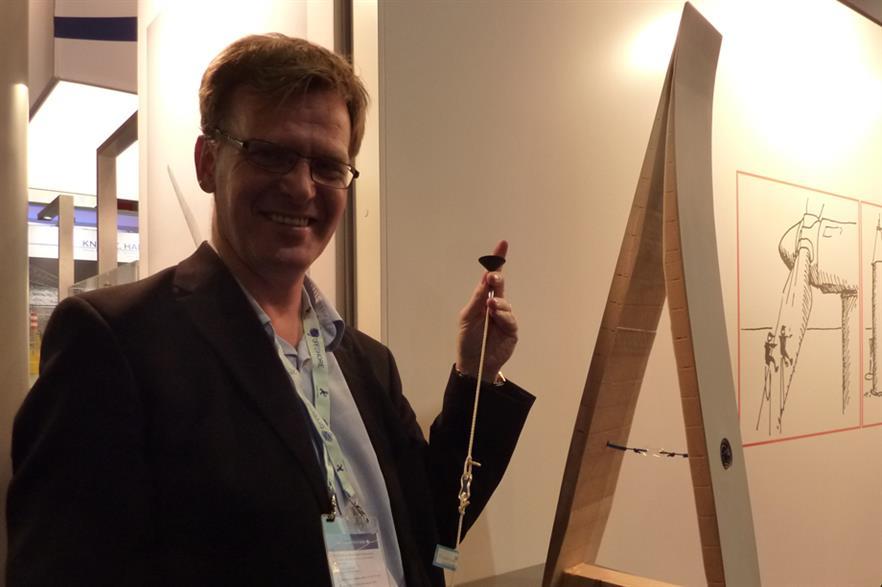Bladena's CTO, Find Jensen, demonstrates the company's d-string