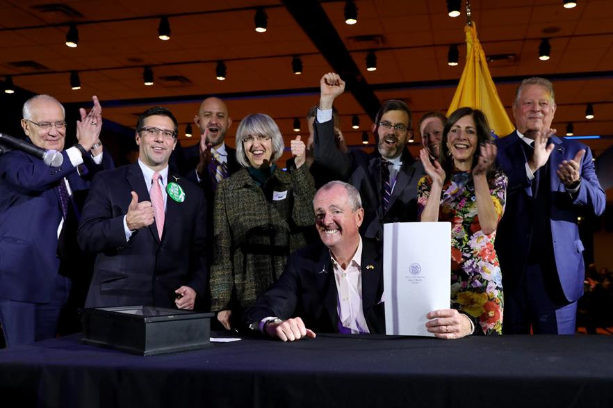 New Jersey governor Phil Murphy (centre) signs the new offshore wind bill, flanked by former US vice president Al Gore (far right) (pic: @GovMurphy / Twitter)