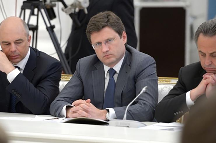 Russian energy minister Alexander Novak (centre)
