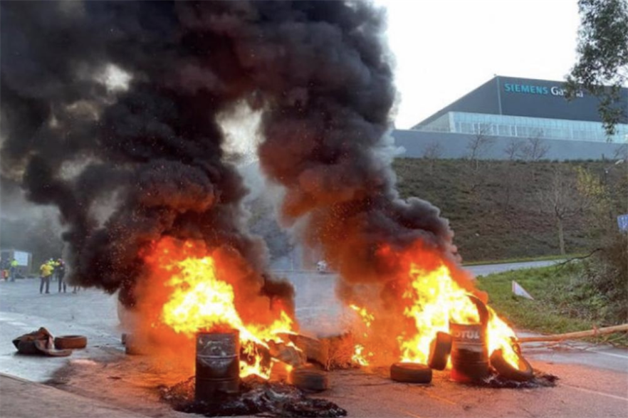 Protests outside the Somozas facility in Galicia, Spain (pic credit: CCOO Industria)