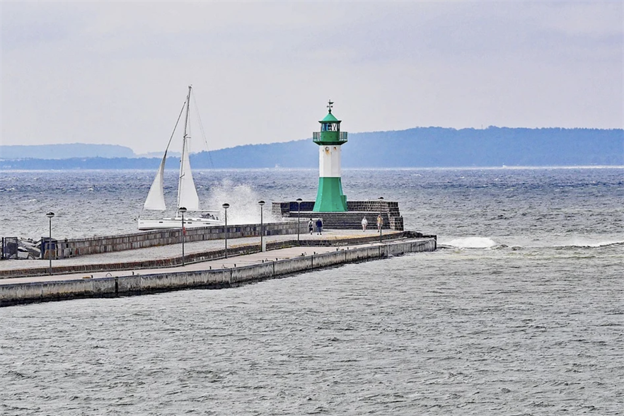 Under the AquaVentus project, a 14MW electrolyser off Sassnitz, Germany (above) would be fed by offshore wind (pic credit; Pixabay)