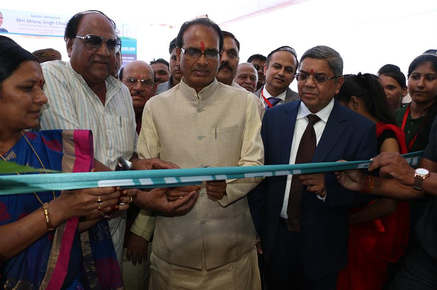 Honourable chief minister of Madhya Pradesh, Shri Shivraj Singh Chauhan (centre) opens Suzlon's facility with chairman Tulsi Tanti (right)