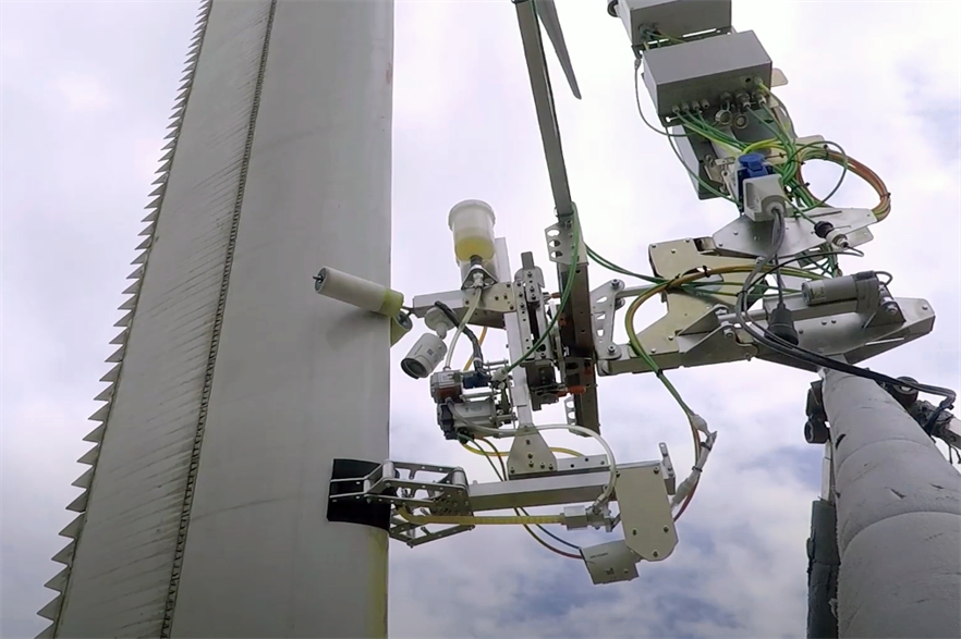 The Tethys/Aerones robot