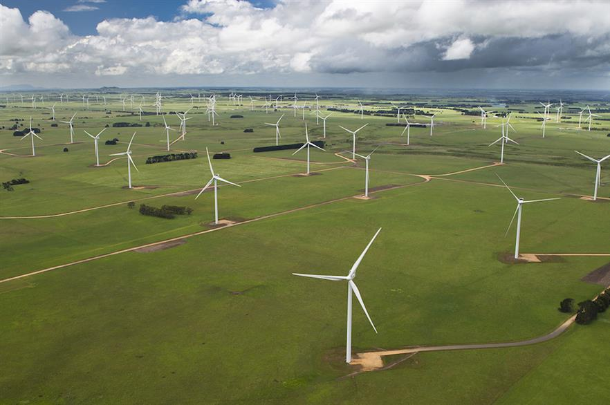 Australian wind farms range in size from a two-turbine community wind farm, Hepburn Wind, to the 140 turbine Macarthur project