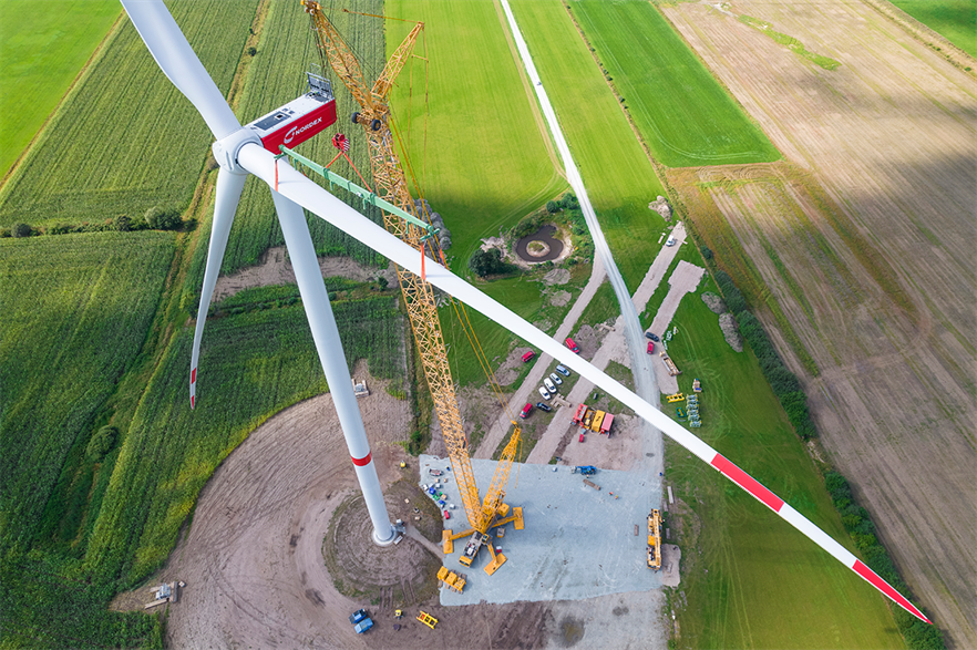 Mounting the 80-metre blades was the biggest challenge of the N163/5.X prototype installation (Photos: Ulrich Mertens/Nordex)