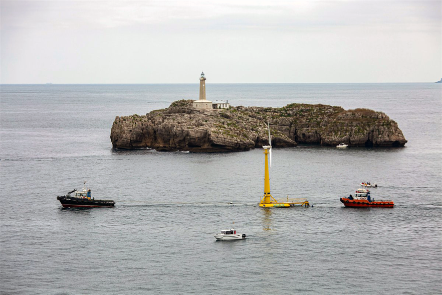 The BlueSATH pilot being towed out to sea in El Sardinero (pic: Saitec)