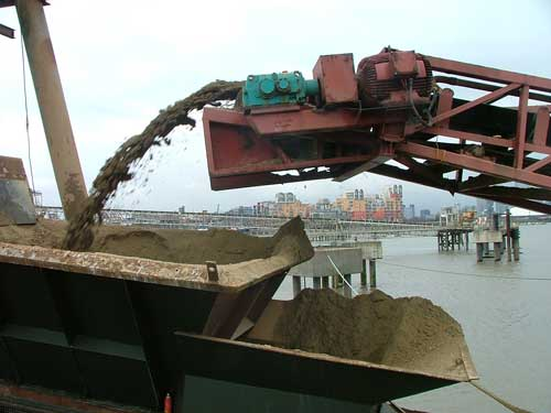 Marine sand and gravel: aggregates production in the UK at United Marine Aggregates, Greenwich (Image credit: CIRA)
