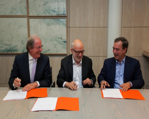 Future group chairman Wolfgang Reitzle (left) signs the proposed merger. Picture Lafarge