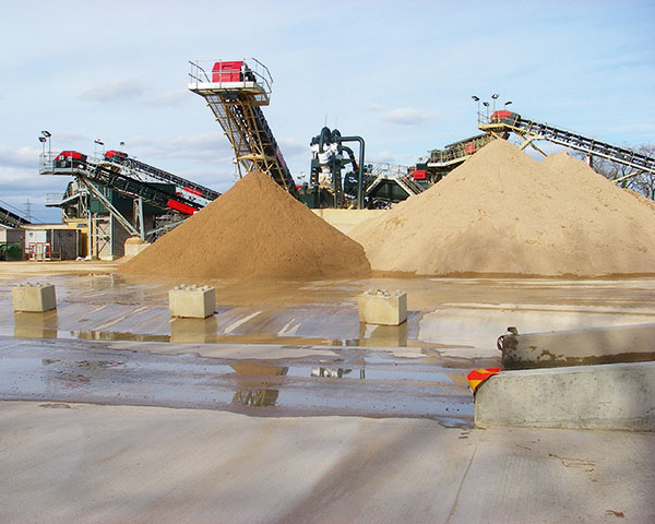 An aggregates processing plant in Oxfordshire. Photograph Oxfordshire County Council