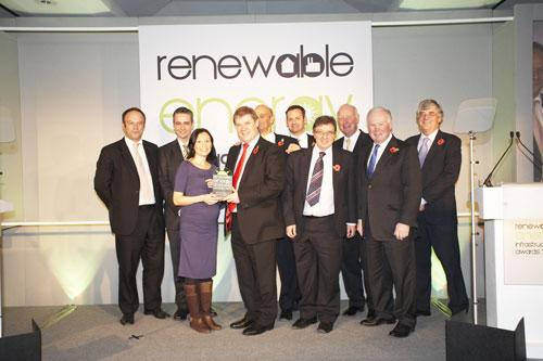 Representatives from Lakeside EfW Ltd, Viridor and Grundon receive Renewable Infrastructure Award from MRW deputy editor Andrea Lockerbie