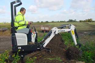 Bobcat E10 mini excavator - photo HW