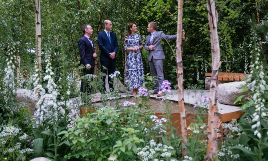 Bayford (right) shows the Duke and Duchess of Cambridge his garden. Image: idverde