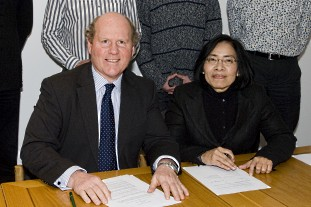 Dr David Rae of RBGE and Dr Chayamarit of QSBG - photo:RBGE