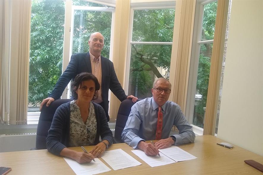 Martin Gardner looks on as Paulina Hechenleitner and Simon Milne sign the MOU.