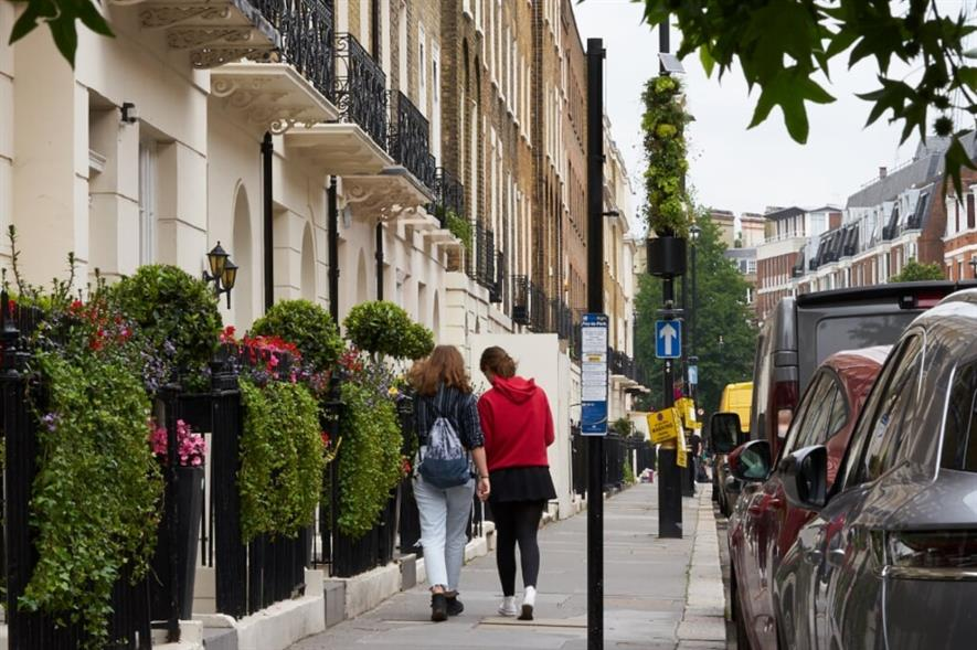 Green lamp post in Ebury Street, London. Image: Scotscape/ Grosvenor Britain & Ireland