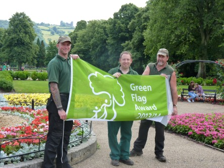 Hall Leys Park gardeners proudly display its current Green Flag