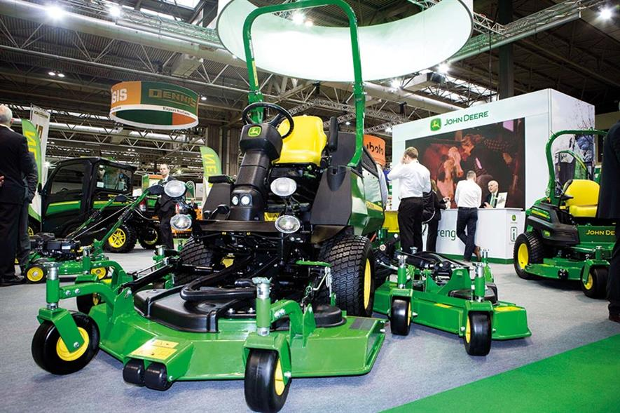 High-torque: improved 1600 Turbo WAM out-front rotary mower from John Deere - image: HW