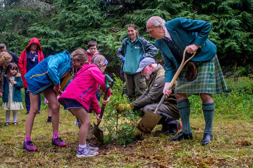 Local Children with Andrew Peters, tree specialist and Lord Macdonald planting endangered conifers in the Victorian Arboretum Armadale Castle Gardens Photo credit: Paddy McKay