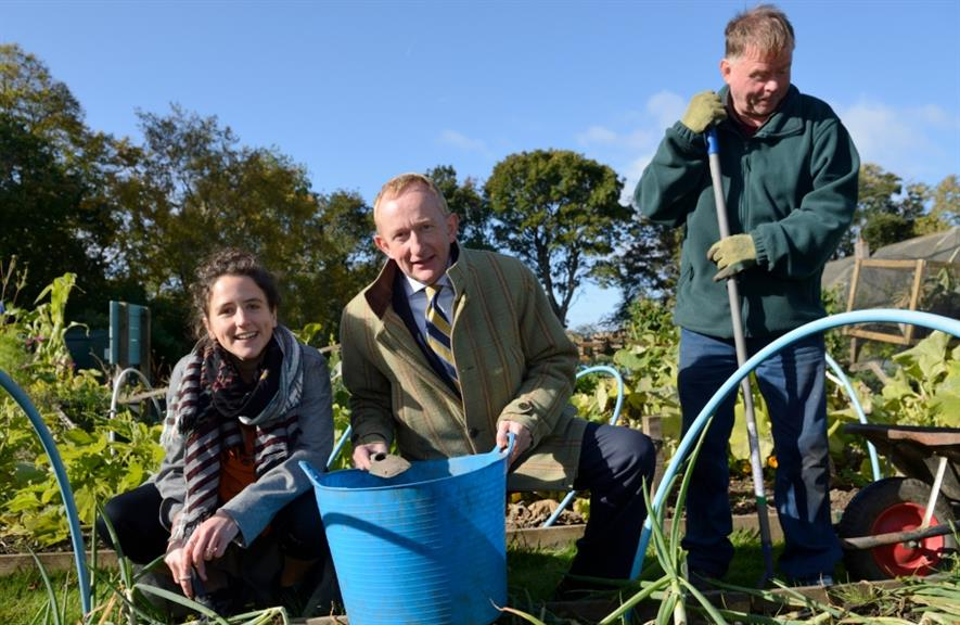 (l - r) Mairi Gougeon, Mike Cantlay and Cyrenians volunteer Steven White: Image: Scottish Natural Heritage