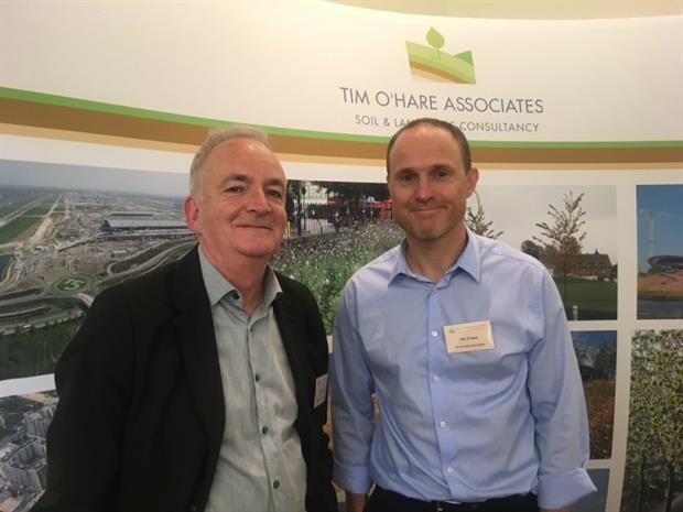Dr Phil Askew (left) and Tim O'Hare at SoilsCon in October 2017. Image: HW