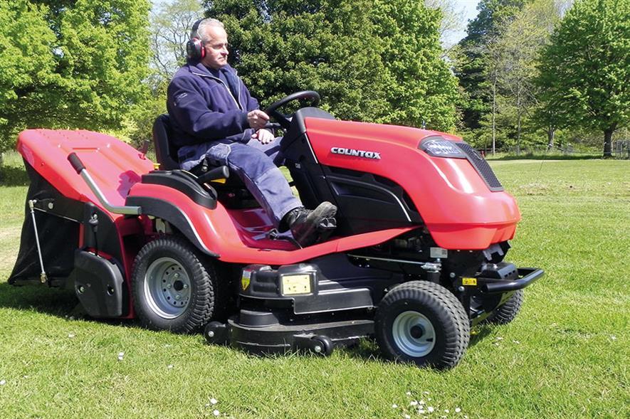 Countax C60 ride-on mower - image: HW