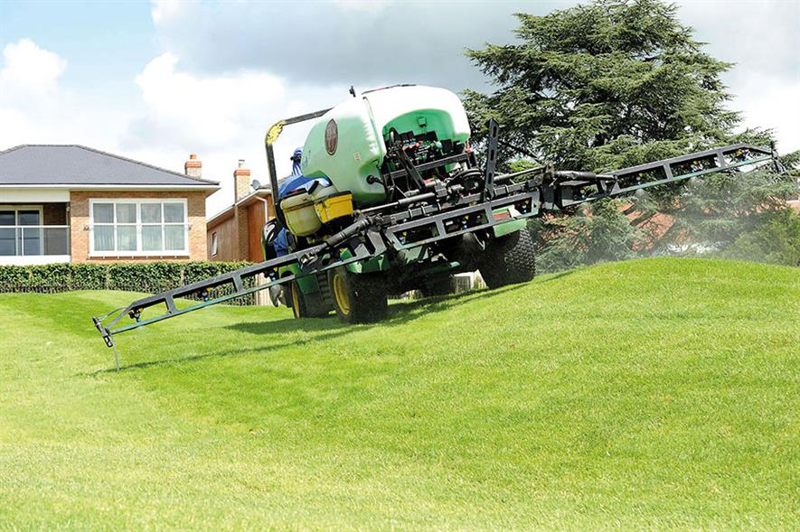 Spraying: specific site solutions may involve chemical or non-chemical treatments - image: Syngenta