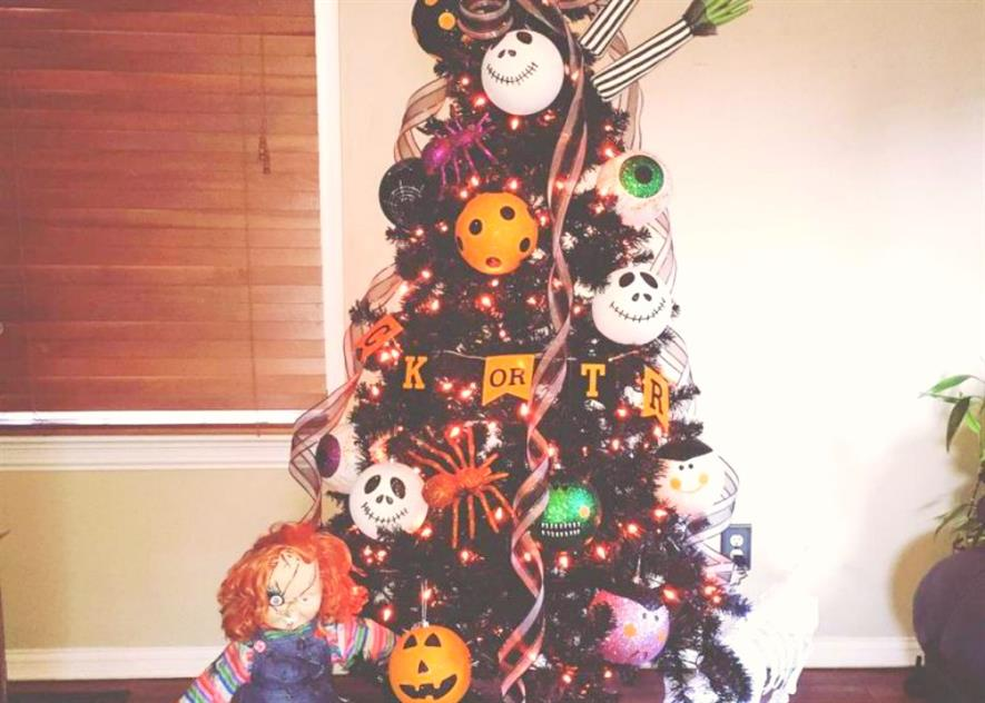 Halloween Christmas Tree.Halloween Christmas Trees And Wreath Trend Coming In