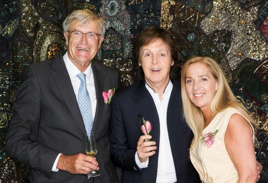 Paul McCartney, Jack Uittenbogaard (on behalf of growers' association Remarkable Tulips) with Rose van Teylingen, initiator and organiser of the project.