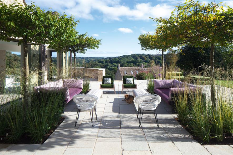 Domestic Garden Construction (cost over £250K) - Graduate Gardeners Private residence overlooking Stroud Valley GL6