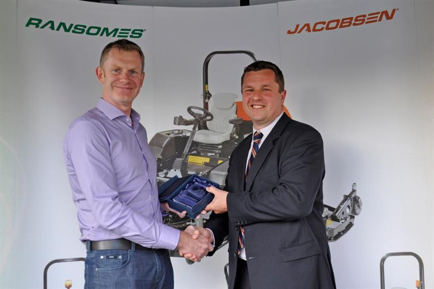 Fairways GM's David Rae, left, with Ransomes Jacobsen's Rupert Price. Image: Supplied