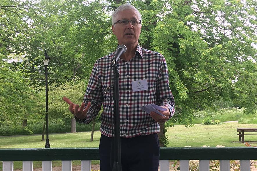 Tony Leach speaking in Ruskin Park - image: HW