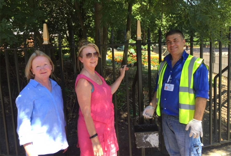 Frances Radcliffe from the Friends of Battersea Park and Cllr Sutters