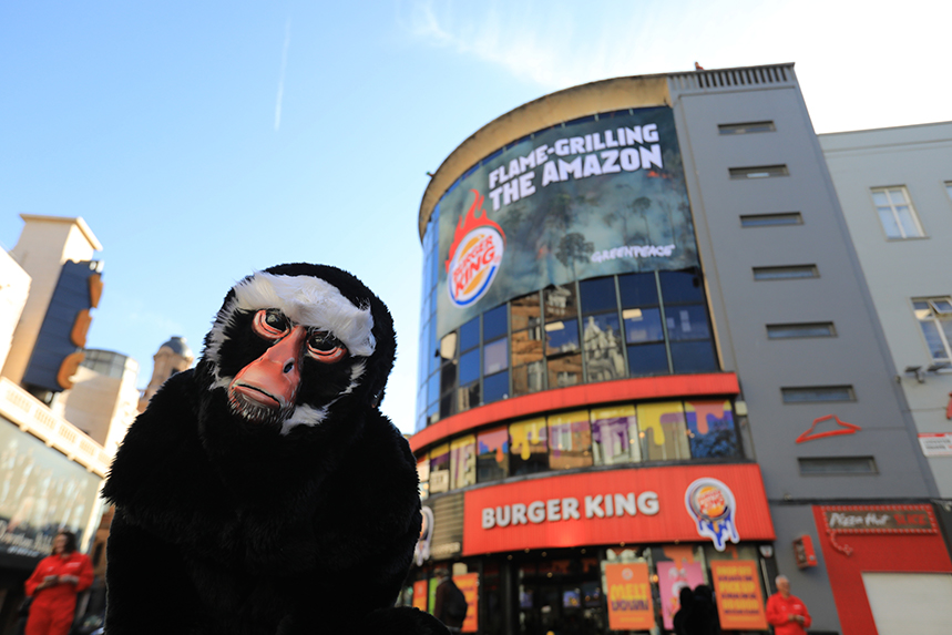 Greenpeace unfurled a large banner accusing Burger King of 'flame-grilling the Amazon'. (Photo: Paul Hackett/Greenpeace)