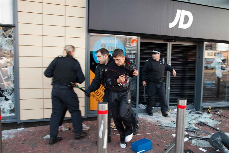 Riots: looter arrested in a JD Sports branch