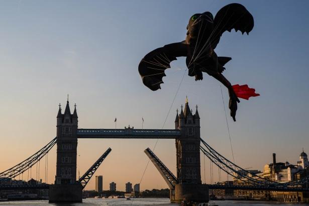 Dragon kite: Flown through Tower Bridge
