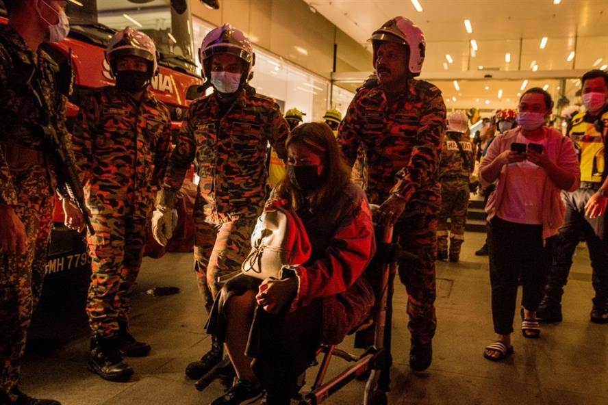 Rescue personnel help injured passengers following the train crash in Kuala Lumpur (Getty Images)