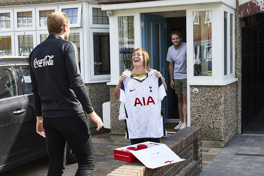 Spurs striker Harry Kane presents 'Tottenham Lynn' with a 'Watch From Home' gift box