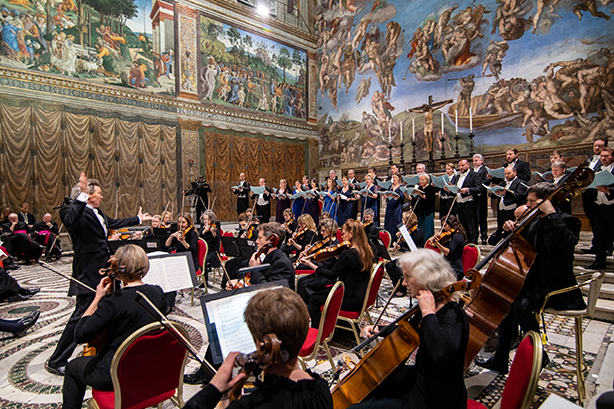 Harry Christophers conducts MacMillan's Stabat Mater in Sistine Chapel. (Photo: Adrian Myers)