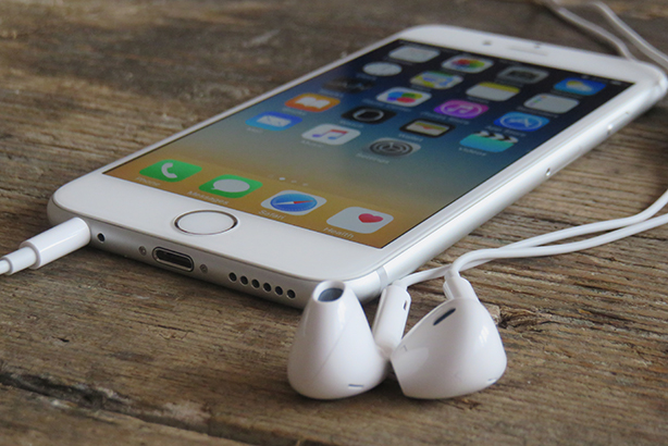 Headphone jack: Getting jacked in by Apple? (Credit: Ellica_S/Thinkstock)