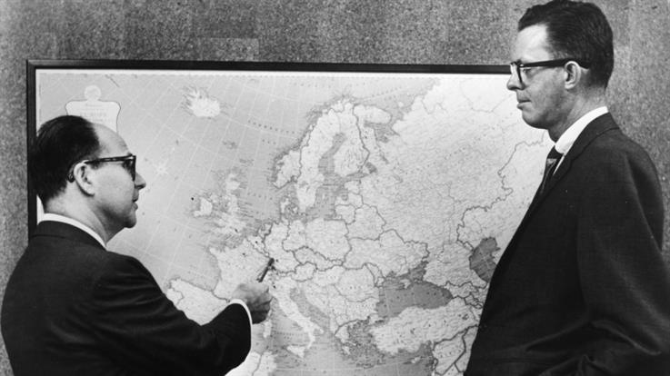 Harold Burson and partner Bill Marsteller in 1960, planning their firm's expansion into Europe.