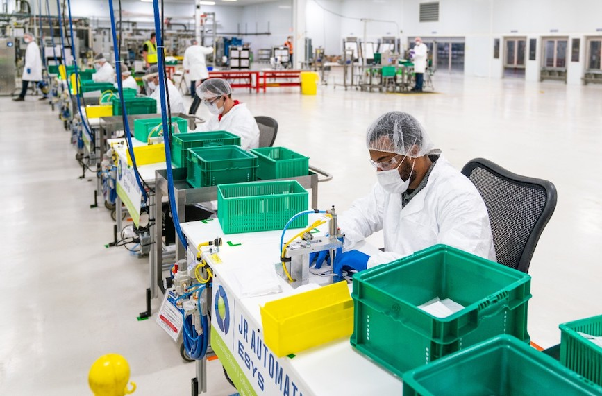 GM employees prepare to make face masks in April. (Photo credit: GM).