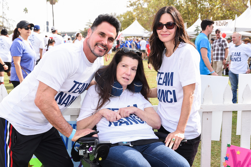 L-R: Don Diamont, Nanci Ryder and Courtney Cox participate in the 2018 Walk to Defeat ALS in Los Angeles as part of Team Nanci. (Photo credit: Getty Images)