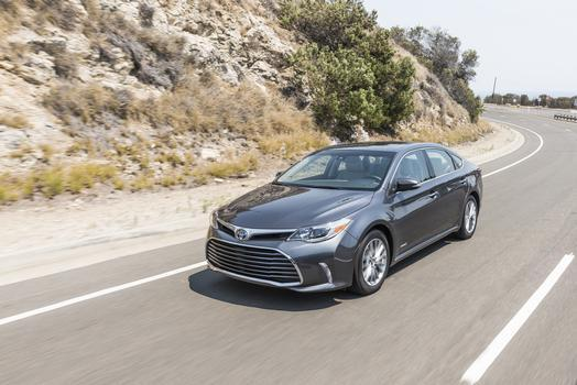 The 2016-17 Toyota Avalon Hybrid Limited. (Image via Toyota's media realtions page).