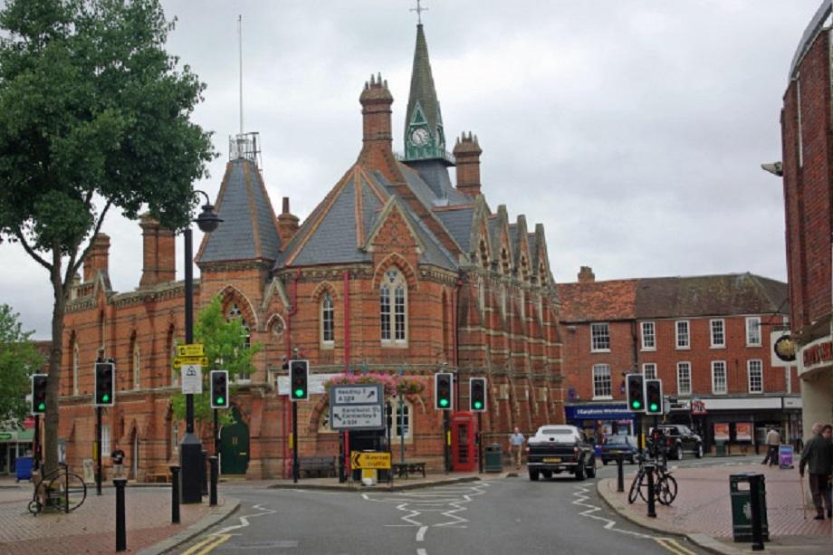 Wokingham Town Hall. Pic: Stephen McKay, Wikimedia Commons