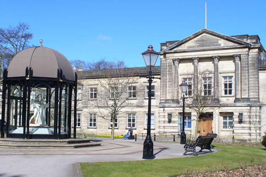 Harrogate Town Hall (pic: cc-by-sa/2.0 - © Colin Smith - geograph.org.uk/p/738842)