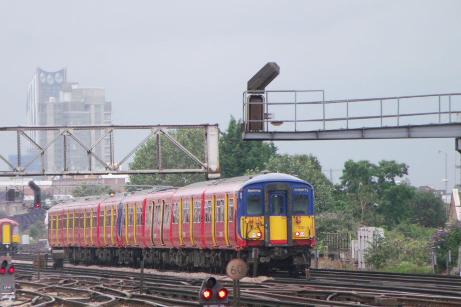 London railways: report says homes should be built over transport links